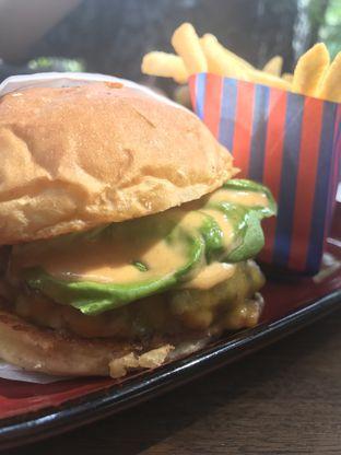 Foto 1 - Makanan di Le Burger oleh Kami  Suka Makan