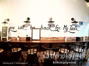 Foto 2 - Interior di Tuxedo Coffee oleh kobangnyemil .