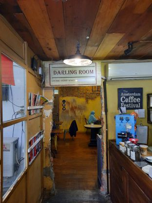 Foto 1 - Interior di Darling Habit Bake & Butter oleh @bondtastebuds