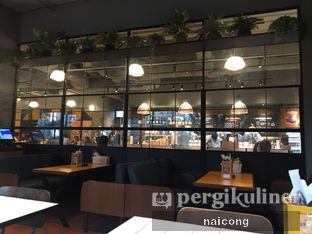 Foto 1 - Interior di The People's Cafe oleh Icong