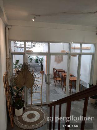 Foto 8 - Interior di Lanell Coffee oleh Selfi Tan