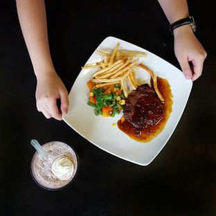 Foto - Makanan(Blackpepper Beef Steak & Chocolate Milkshake) di Blackpepper oleh Richard Wijaya