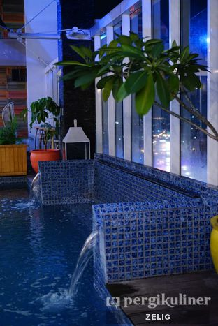 Foto 4 - Interior di Karumba Rooftop Rum Bar oleh @teddyzelig