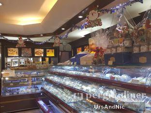 Foto review Holland Bakery oleh UrsAndNic  4