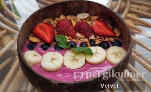 Foto 1 - Makanan(Berry Berry Nice) di The Local Garden oleh Velvel