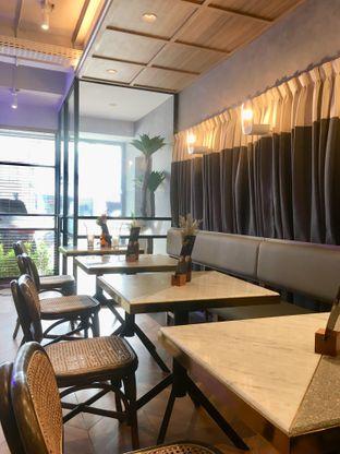 Foto 20 - Interior di Phos Coffee & Eatery oleh Prido ZH