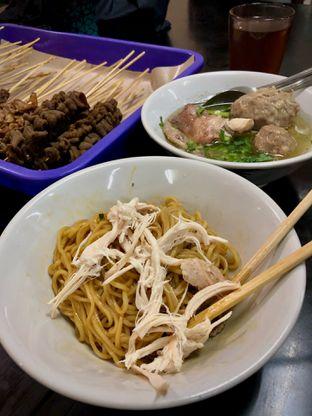 Foto 2 - Makanan(Yamin Bakso) di Bubur Ayam Bejo Special Kosambi oleh Fadhlur Rohman