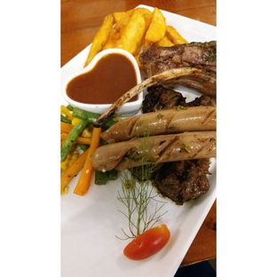 Foto 5 - Makanan(Mixed steak with bbq sauce, wedges & mixed vegetables) di Double U Steak by Chef Widhi oleh Jenny (@cici.adek.kuliner)