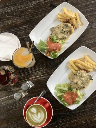 Foto 1 - Makanan di PLUIE Cafe & Resto oleh Prido ZH