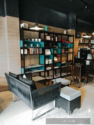 Foto 5 - Interior di Dailydose Coffee & Eatery oleh Syifa