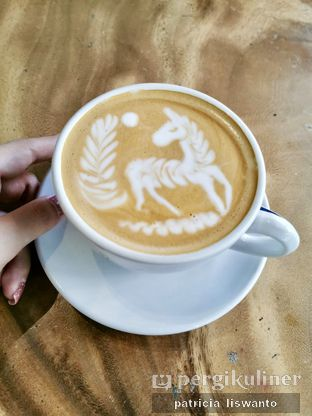 Foto - Makanan(Latte) di Crematology Coffee Roasters oleh Patsyy