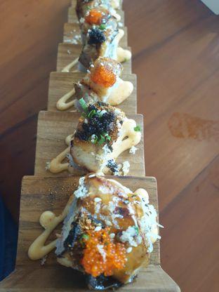 Foto 2 - Makanan(Black Panther Roll) di Housaku Sushi & Bento oleh Henny Adriani