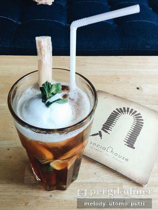 Foto 14 - Makanan(Homemade Grandma's Iced Lemon Tea) di Social House oleh Melody Utomo Putri