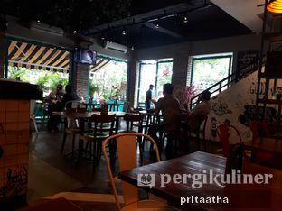 Foto 4 - Interior di Communal Coffee & Eatery oleh Prita Hayuning Dias