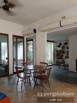 Foto 3 - Interior di SRSLY Coffee oleh Selfi Tan