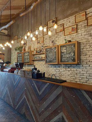 Foto 4 - Interior di Eiger Coffee oleh Amadda