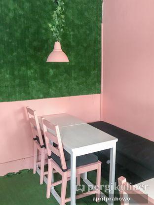 Foto 2 - Interior di Mimo Cooks & Coffee oleh Cubi