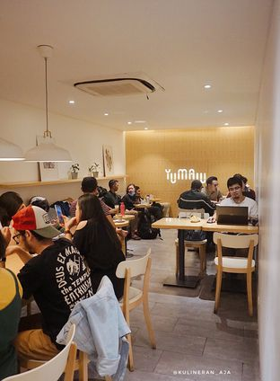 Foto 5 - Interior di Yumaju Coffee oleh @kulineran_aja