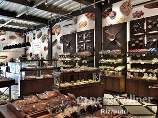 Foto 7 - Interior di Royale Bakery Cafe oleh Riza Indrianti Putri