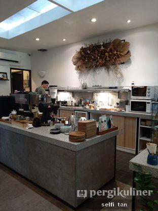 Foto 2 - Interior di Popolo Coffee oleh Selfi Tan