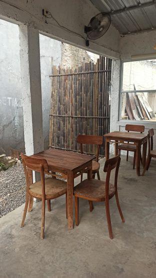 Foto 6 - Interior di Signal Coffee oleh Rachmat Kartono