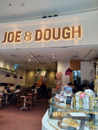 Foto 1 - Interior di Joe & Dough oleh FOODIARYPAOPAO