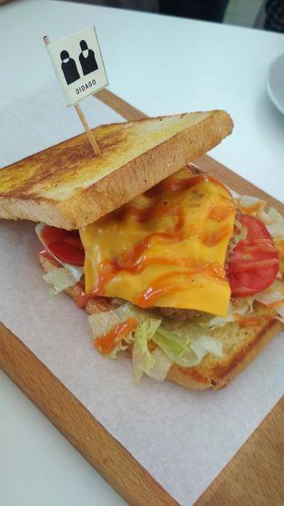 Foto 1 - Makanan(Fried chicken toast) di DIDAGO Cafe oleh Sovi Purnama Sari
