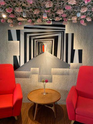 Foto 12 - Interior di Home Brew Coffee oleh Deasy Lim