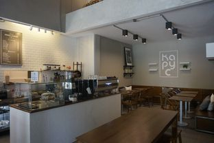Foto 18 - Interior di Kapyc Coffee & Roastery oleh yudistira ishak abrar