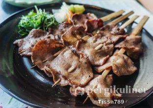 Foto 8 - Makanan(Wagyu Tongue Kushiyaki ) di Enmaru oleh Tissa Kemala