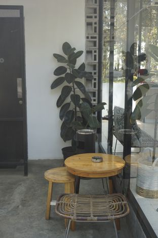 Foto 6 - Interior di Popolo Coffee oleh yudistira ishak abrar