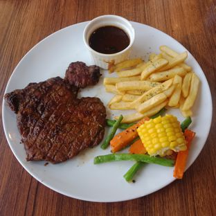 Foto 6 - Makanan(Tenderloin steak with blackpepper sauce) di Carnis oleh Fensi Safan