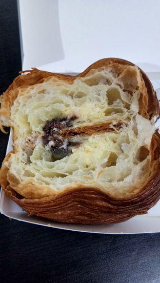 Foto 2 - Makanan(Croissant Tiramisu) di Social Affair Coffee & Baked House oleh Komentator Isenk