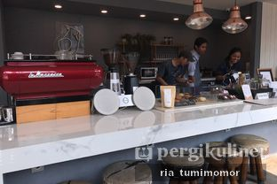 Foto 2 - Interior di Woodpecker Coffee oleh riamrt