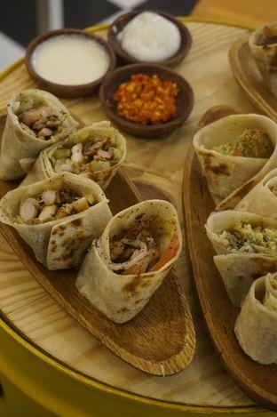 Foto 2 - Makanan di Emado's Shawarma oleh yudistira ishak abrar