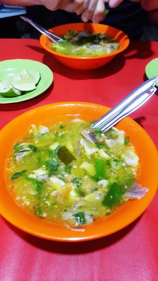 Foto 2 - Makanan di Soto Ayam Ambengan Cak Jito oleh Naomi Suryabudhi