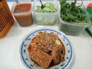 Foto 2 - Makanan di Nasi Ulam Garuda Ibu Juju oleh Fuji Fyufyu