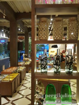 Foto 5 - Interior di Royale Bakery Cafe oleh Wiwis Rahardja