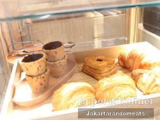 Foto 5 - Interior di Daily Press Coffee oleh Jakartarandomeats