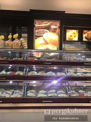 Foto review Holland Bakery oleh Ria Tumimomor IG: @riamrt 5