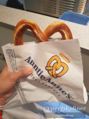 Foto 3 - Makanan di Auntie Anne's oleh EATIMOLOGY Rafika & Alfin