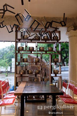 Foto 12 - Interior di Artivator Cafe oleh Darsehsri Handayani