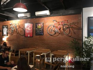Foto 4 - Interior di Kayuh Clubhouse oleh Icong