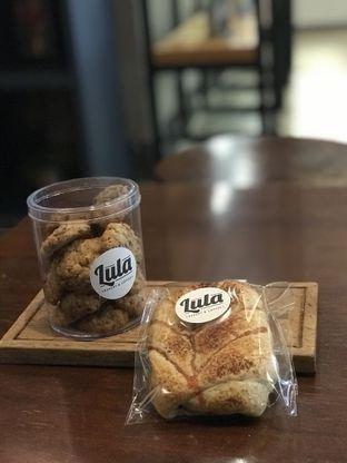 Foto 2 - Makanan(Roti dan kue kering) di Lula Bakery & Coffee oleh Tsuty