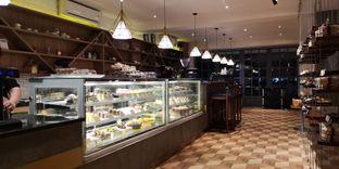 Foto 7 - Interior di Papa & Mama Bistro and Coffee oleh om doyanjajan