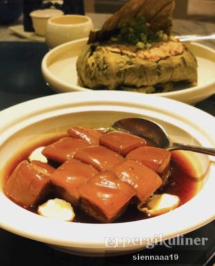 Foto 5 - Makanan(Braised pork belly with quail egg) di Jia Dining - Hotel Shangri-La oleh Sienna Paramitha