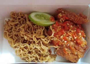 Foto 2 - Makanan di Geprek Bensu oleh Ulee