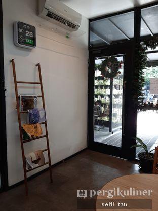 Foto 3 - Interior di Popolo Coffee oleh Selfi Tan