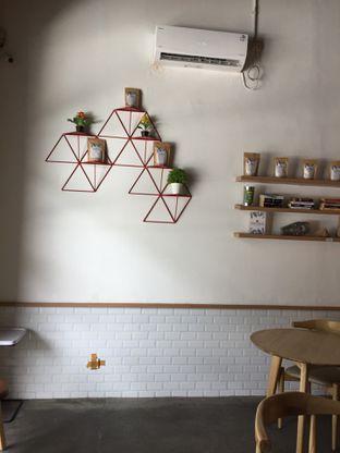 Foto 11 - Interior di Honey Beans Coffee & Roastery oleh Yohanacandra (@kulinerkapandiet)