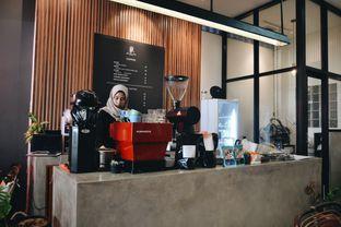 Foto 2 - Interior(Barista) di Makmur Jaya Coffee Roaster oleh Desanggi  Ritzky Aditya